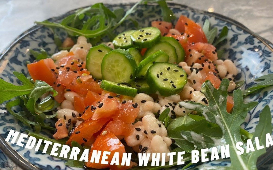 Mediterranean white bean salad. Low glycemic index for a healthy body. Recipe tailored to diabetics